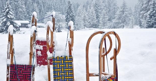 Rodelen En Sleeen In De Alpen Oostenrijk Winterkamperen