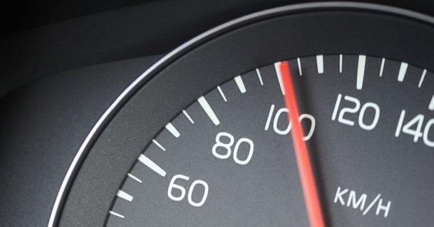 Auto Caravan 100 Km Per Uur Moet Kunnen