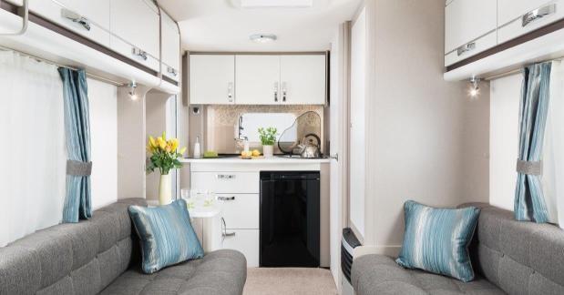 Badkamer Achterin Caravan : Swift komt met nieuwe caravanserie swift mondial caravan nieuw
