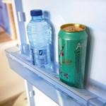 Dometic: Lamellen in de deurvakken voorkomen dat flessen of blikken heen en weer schuiven tijdens de rit.