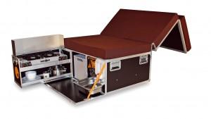 In de Box vind je een bed, kookplaat, spoelbak en watertank