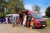 caravan achter de camper