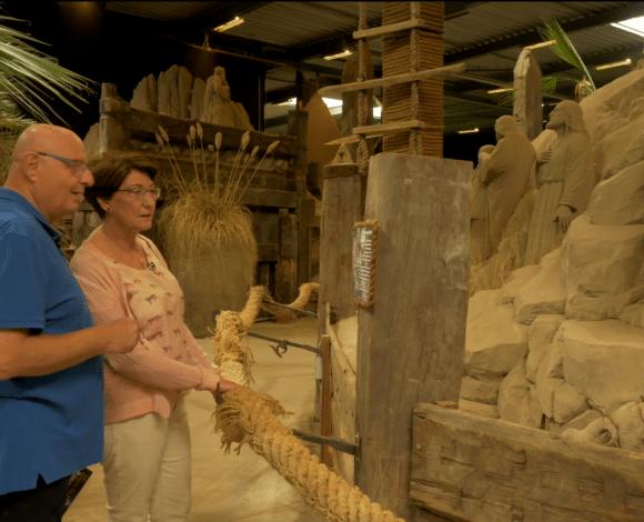 Levensgenieters bezoeken zandsculpturen in Elburg