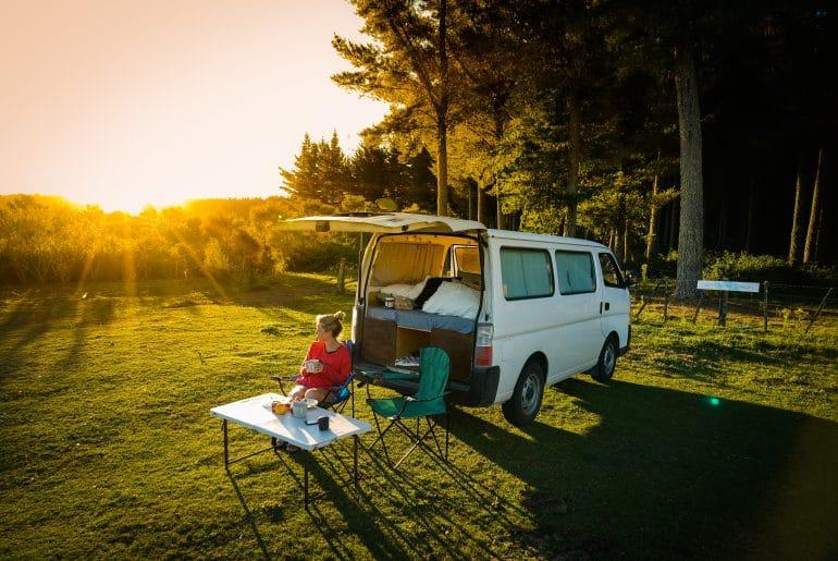 By Nomads maakte een stappenplan voor het bouwen van je eigen camper