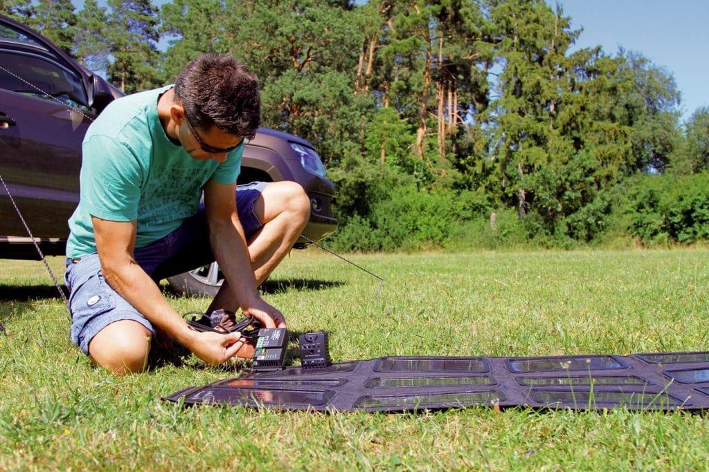 Mobiele zonnepanelen aansluiten