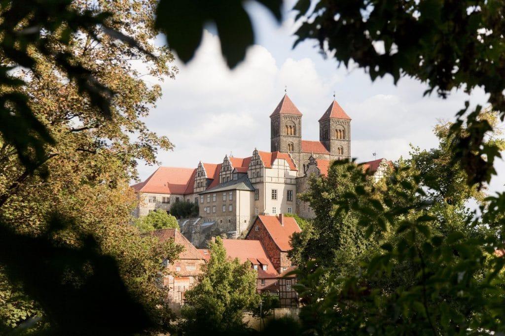 Duitse Vakantieroutes Alleenstraße Quedlinburg_Schlossberg_mit_Stiftskirche_St._Servatii