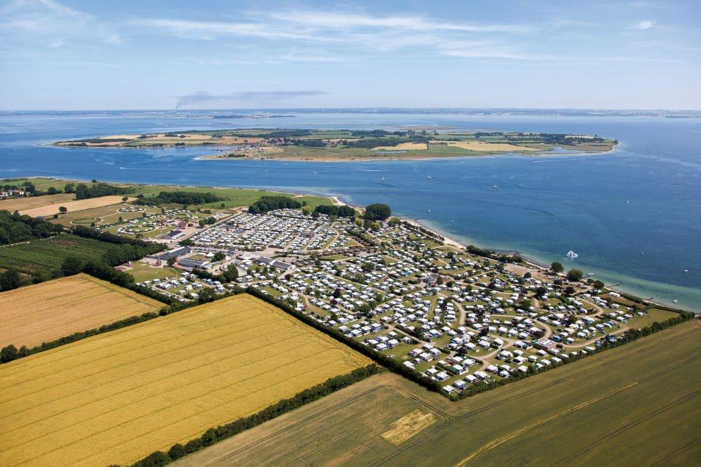 Zuid-Jutland_gammelbro camping_luftfoto med årø