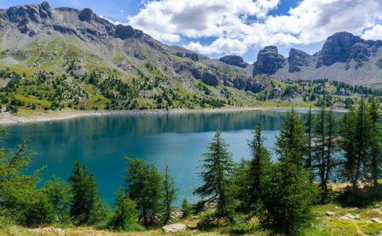 In deze ruige, dunbevolkte regio is Barcelonnette (in de Ubaye-vallei) een van de bekendste plaatsen. De Mercantour leent zich dan ook uitstekend voor uitdagende fiets- en wandeltochten